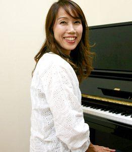 足立 安紀子(あだち あきこ)ピアノ