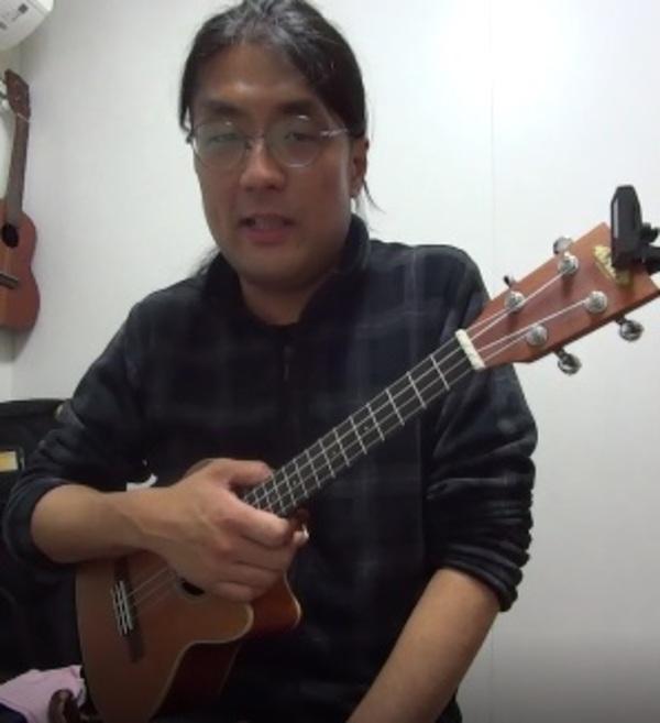 ウクレレ個人レッスン教室 三宮・灘区 ワインレッドの心ソロ演奏